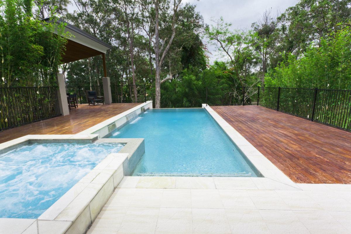 Buitenzwembad plaatsen mogelijkheden materialen for Opbouw zwembaden