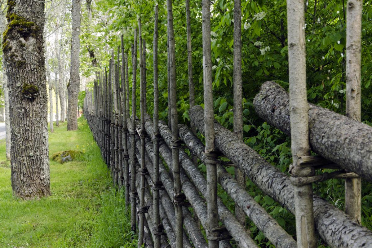 Tuinomheiningen materialen en levensduur for Moderne afsluiting tuin