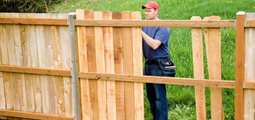 Houten afsluitingen mogelijkheden kostprijs en onderhoud for Moderne afsluiting tuin