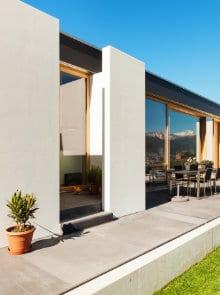 terras aanleggen met betontegels